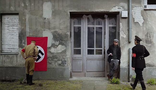 NJEMAČKA SATIRA: Slave Hitlera, nose svastike i uniforme SS-a; dakle - nisu nacisti