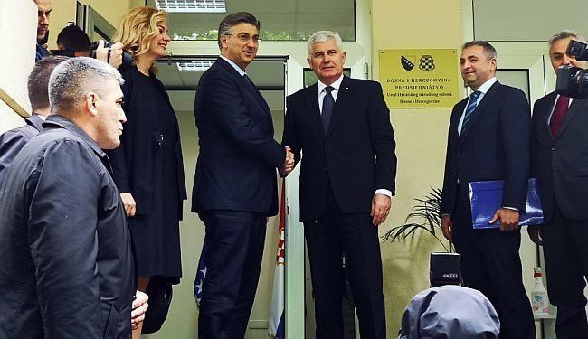 MINISTAR BOŽINOVIĆ NE GOVORI ISTINU: Premijer Plenković se rukovao za vrijeme epidemije, i to ne samo jednom