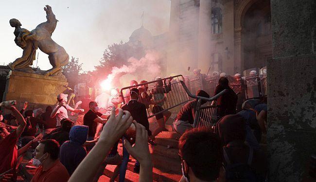 IGRA U KOJOJ GRAĐANI UVEK GUBE: Kako vlast preuzima spontani narodni protest?