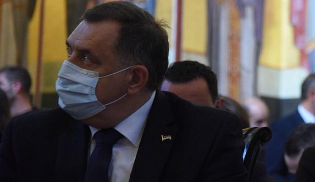 POMAKNUTA LIRIKA: Lupiga donosi najluđe pjesme iz zbirke poezije posvećene Miloradu Dodiku