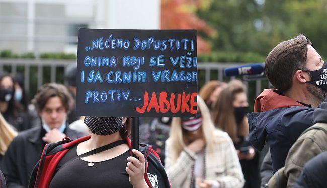 """ONDA GLEDAJ LAFČINO – TO JE """"JABUKA"""": Ekipa u pet dana skupila lovu za spas kultnog kluba"""