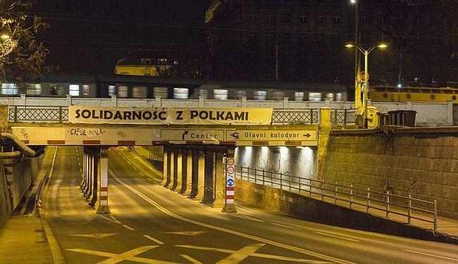 POSTAVLJEN TRANSPARENT U ZAGREBU: Solidarność z Polkami! - Solidarnost s Poljakinjama!