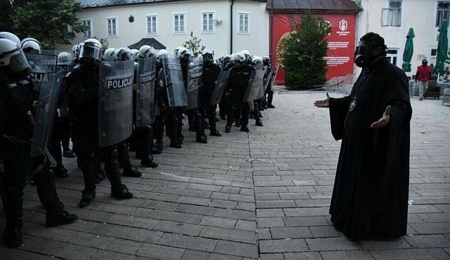REPORTAŽA - SUZAVAC UMESTO TAMJANA: Dan ludila na Cetinju