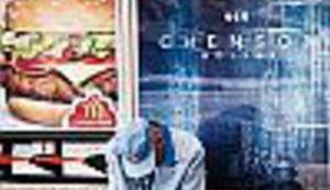 Sprječavanje vizualnog zagađenja - ispod reklama su zarobljeni ljudi