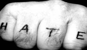 """BITNA JE SAMO """"KLIKANOST"""": Neobuzdano sipanje mržnje u komentarima nije nebitan problem"""