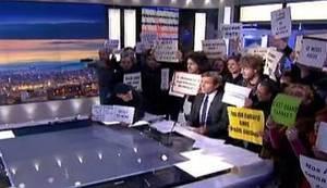 DOGOVORILI STE SE BEZ NAS I PROTIV NAS: Prekarijat upao u TV studio i prekinuo emitiranje Dnevnika (VIDEO)