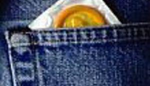 Tko je i zašto je postao vlasnik golemog prezervativa?