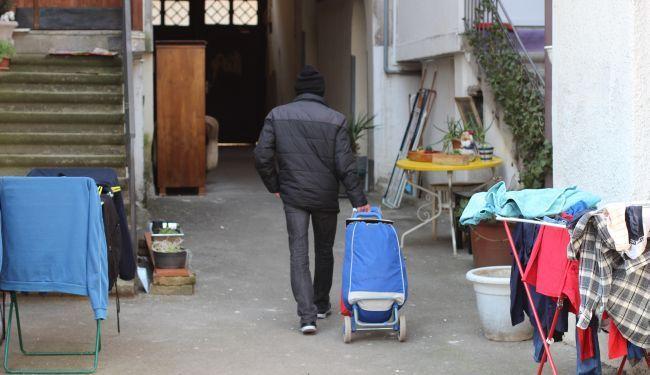 SRAMOTA: Dnevni boravak za beskućnike izbačen na ulicu!