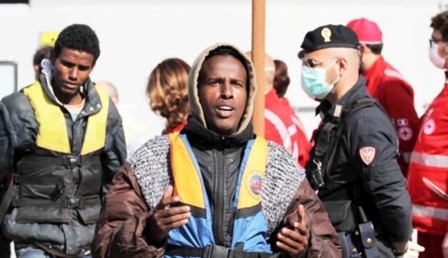 STRAŠNA TRAGEDIJA: Oko 400 migranata utopilo se u Sredozemlju!