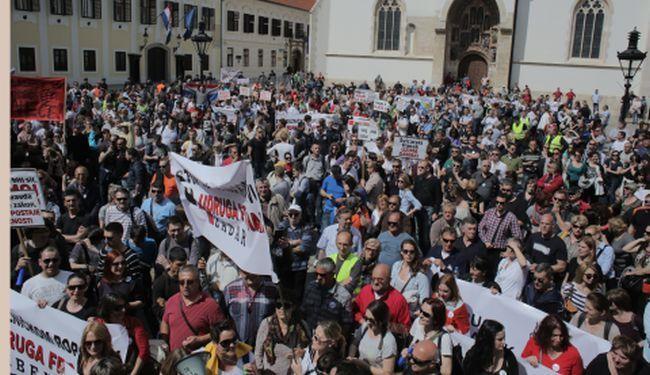 PROTIV HNB-A i VLADE: Na prosvjedu udruge Franak desetak tisuća nezadovoljnih, Glogoški zaplakao