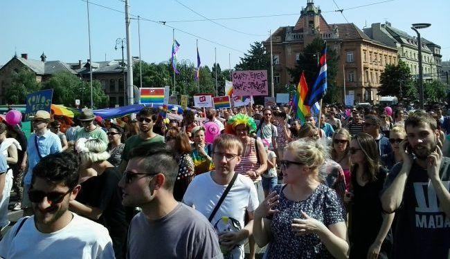 ZAGREB PRIDE (FOTO): Ostavite fašizam u svom šatoru! Proleteri svih identiteta - ujedinite se!