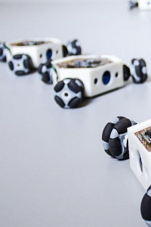 """USKORO KOD NAS: Roj od 100 robota koji reagiraju na ljudske emocije i ostala """"čuda"""" Device_art festivala"""