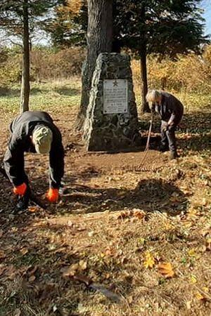 KAD NEĆE VLASTI, IMA TKO HOĆE: Građani očistili zapušteni partizanski spomenik