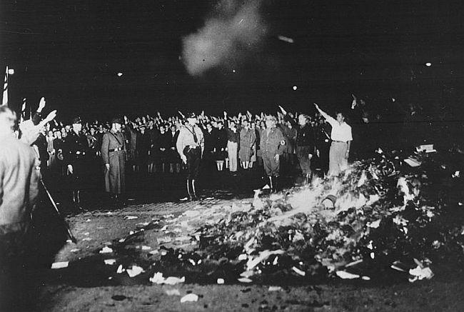 Paljenje knjiga Berlin 10.5.1933.