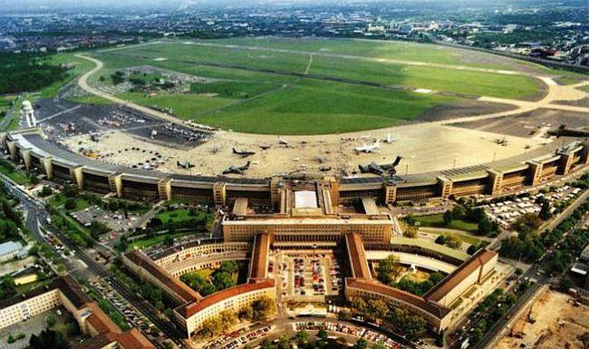 Tempelhof Platz der Luftbrucke
