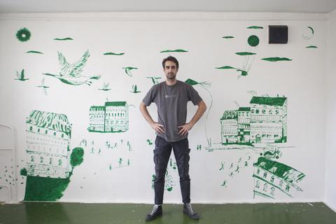 """Dominik Vuković ispred svog rada - """"Pogled u bolje sutra"""""""