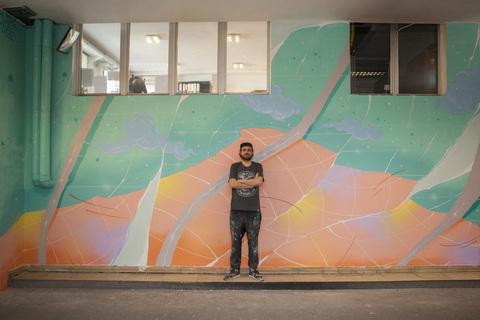 Goran Rakić ispred svog murala