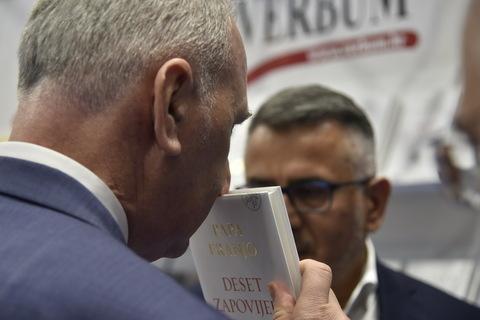 Gradonačelnik Splita Andro Krstulović Opara miriše knjigu