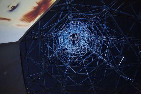 S betonskim postoljem Teslin toranj teži 250 tona