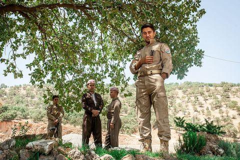 Vojnici na grobu Mule Mustafe Barzanija, legendarnog kurdskog vođe koji je preko 40 godina uporno dizao pobune protiv različitih iračkih režima