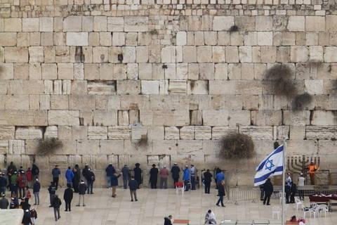 Zid plača, najpoznatiji jeruzalemski motiv čiji je veći dio rezerviran samo za muškarce
