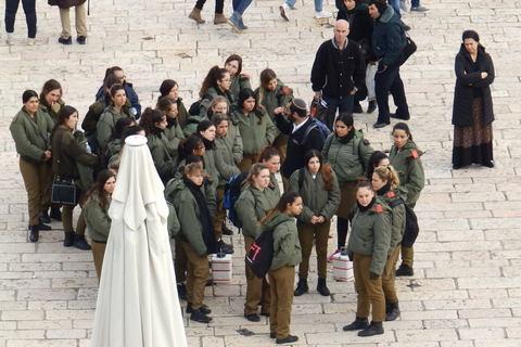 Četa izraelskih vojnikinja, obavezno služenje vojnog roka za žene traje dvije godine