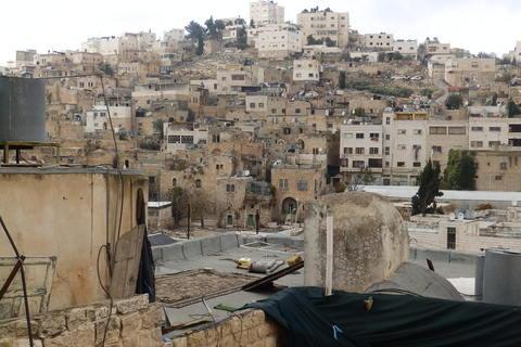 Pogled na Hebron s terase palestinske kuće na zadnjoj crti obrane od židovskih kolonista