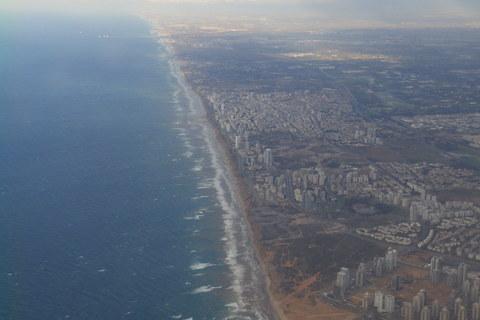 Neobično nerazvedena obala, nekoliko trenutaka prije slijetanja na aerodrom Ben Gurion