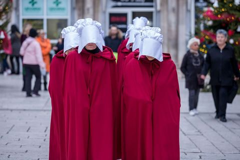 """SPLIT I ZAGREB: Šetnja """"sluškinja"""" iz distopije Margaret Atwood"""